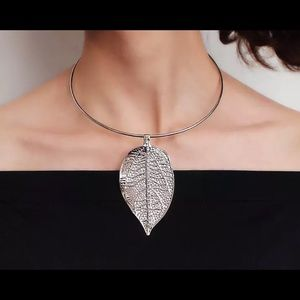 Metal / silver Leaf Choker Necklace wt Rhinestones